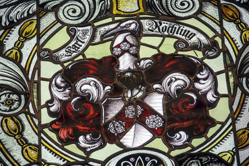 Das (Bürger)Wappen des Patriarchen in der Fensterfront des Völklinger Rathaussaals, 1910