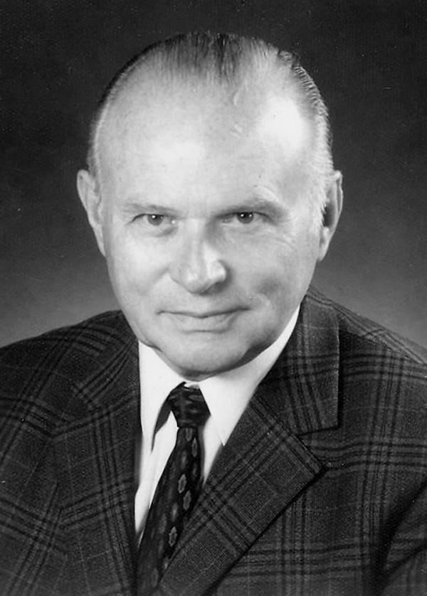 Karl Koch wurde als erster mit den Insignien des Paul Harris Fellow ausgezeichnet.