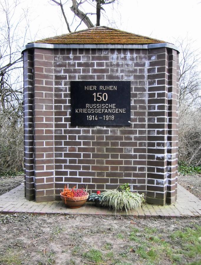 1928/1929 ließ die Gemeinde Völklingen einen Gedenkstein für verstorbene russische Kriegsgefangene auf dem Bürgerfriedhof anlegen.