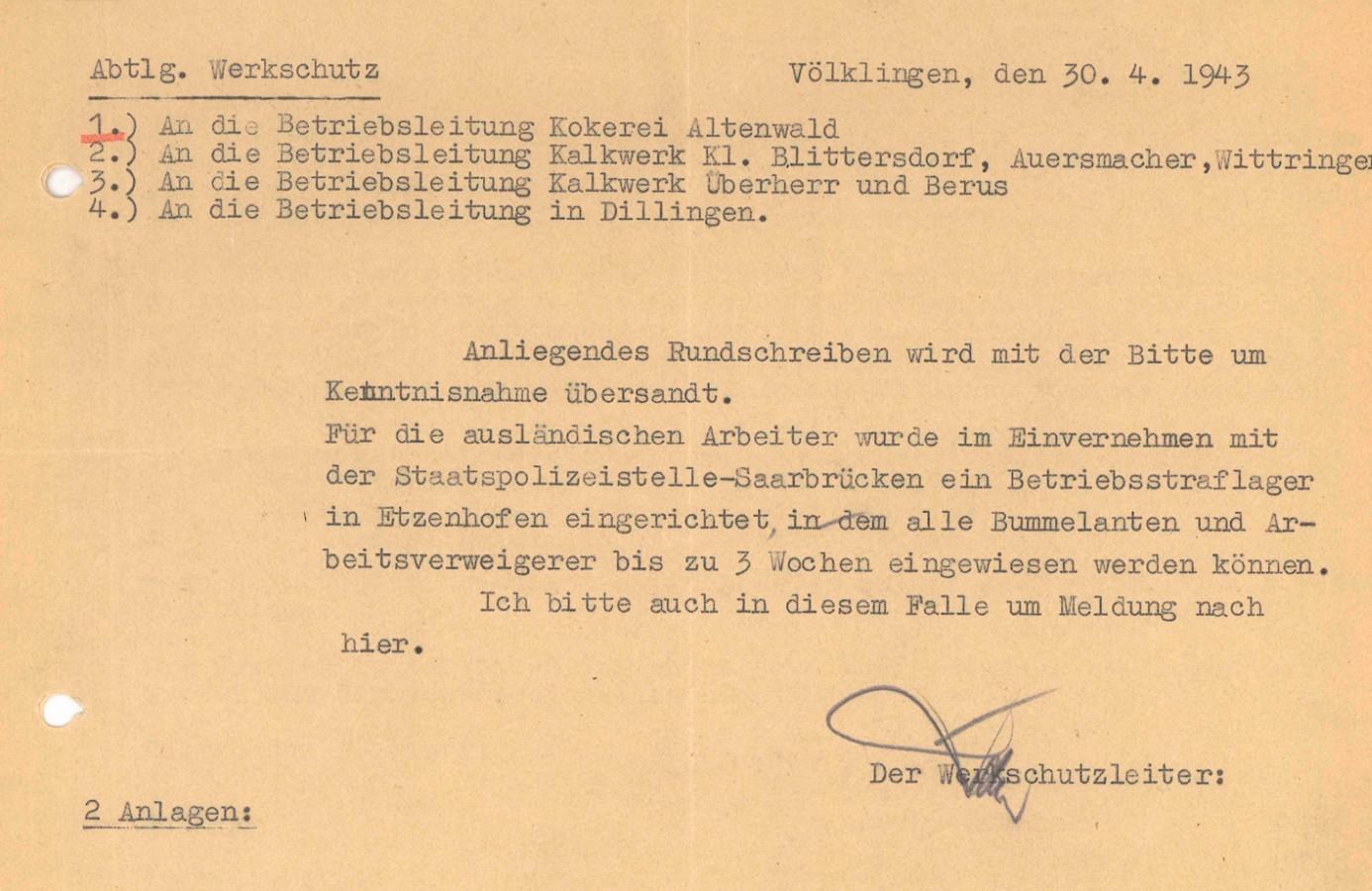 Werkschutzleiter Rasner gibt den außerhalb von Völklingen gelegenen Betrieben die Einrichtung des AEL in Etzenhofen bekannt.
